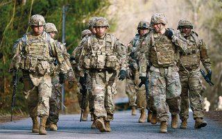 Αμερικανοί στρατιώτες σε πεζοπορία, στη Γερμανία. Η στρατιωτική παρουσία των ΗΠΑ στην κραταιά ευρωπαϊκή χώρα θεωρείται ακρογωνιαίος λίθος της μεταπολεμικής τάξης πραγμάτων.