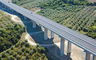 Οι υφιστάμενες ροές από τους οδικούς άξονες που εκμεταλλεύεται ο όμιλος ΓΕΚ ΤΕΡΝΑ εκτιμάται ότι ξεπερνούν τα 60 εκατ. ευρώ σε ετήσια βάση.