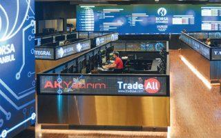 Ξένα επενδυτικά ταμεία και εγχώριοι επενδυτές ανησυχούν για το κατά πόσον η Τράπεζα της Τουρκίας έχει τη δυνατότητα να ανακόψει τον πληθωρισμό χωρίς να αυξήσει τα επιτόκια.