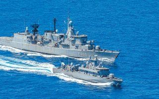 Τις τελευταίες εβδομάδες, η Αθήνα έχει παρατηρήσει μια ναυτική κινητικότητα, κυρίως όμως ανατολικώς της Ρόδου, κάτι που οδηγεί το Πολεμικό Ναυτικό να διεξάγει τις δικές του ασκήσεις στο Μυρτώο Πέλαγος και δυτικά των Κυθήρων. Στη φωτογραφία, η φρεγάτα «Αιγαίον». (Φωτ. )