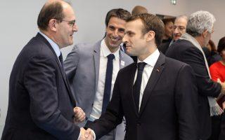 Ο νέος Γάλλος πρωθυπουργός, ο χαμηλού προφίλ τεχνοκράτης της δημόσιας διοίκησης Ζαν Καστέξ, με τον Εμανουέλ Μακρόν (Φωτ. EPA / LUDOVIC MARIN).