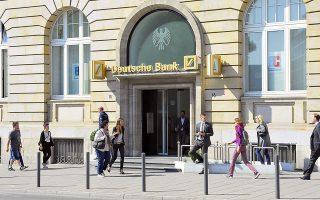 Η χρηματιστηριακή αξία της Deutsche Bank ανέρχεται σε μόνο 18 δισ. ευρώ. Το 2007 ήταν πάνω από 60 δισ. ευρώ και κατατασσόταν ανάμεσα στις 30 πιο ισχυρές εταιρείες του γερμανικού χρηματιστηρίου.