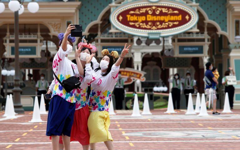 Μάσκες, αποστάσεις και… εγκράτεια στο άνοιγμα της  Ντίσνεϊλαντ στο Τόκιο (βίντεο – φωτογραφίες)