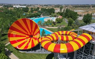 waterland-to-pio-diaskedastiko-waterpark-tis-eyropis0