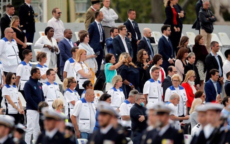 Η Γαλλία τιμά γιατρούς και νοσηλευτές στην εθνική της εορτή