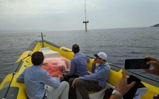 Το ανεμοδαρμένο FloatMast πέρασε με επιτυχία τις «εξετάσεις» του Κάβο Ντόρο, ποντισμένο επί έναν ολόκληρο χρόνο στη θαλάσσια περιοχή μεταξύ Μακρονήσου και Ανδρου.