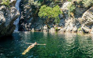 Στη Σαμοθράκη δεν ψάχνεις παραλίες. Οι πιο ωραίες βουτιές γίνονται στις βάθρες  του Φονιά. (Φωτογραφία: Getty Images/Ideal Image)