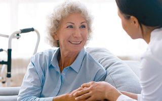 Το πρόγραμμα απευθύνεται και στις δύο κατηγορίες φροντιστών: επαγγελματίες Υγείας (ψυχολόγοι, νοσηλευτές κ.ά.) που ενδιαφέρονται να αποκτήσουν εξειδικευμένες γνώσεις, και μέλη οικογενειών που φροντίζουν νοσούντες από Αλτσχάιμερ και συναφείς νόσους (φωτ. SHUTTERSTOCK).