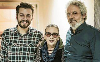 Ο Θοδωρής Βουτσικάκης, η Λίνα Νικολακοπούλου και ο Νίκολα Πιοβάνι συνέπραξαν σε ένα νέο άλμπουμ - σταθμό (φωτ. VaGGiNet).