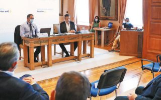Ο δήμαρχος Αθηναίων Κώστας Μπακογιάννης συναντήθηκε χθες με τους εκπροσώπους του εμπορικού και επιχειρηματικού κόσμου, στο πλαίσιο της διαβούλευσης για τις παρεμβάσεις που προωθούνται στο κέντρο της Αθήνας.