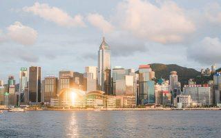 Η ασιατική μεγαλούπολη του Χονγκ Κονγκ μετατρέπεται εκ νέου σε μήλον της Εριδος (φωτ. EPA).