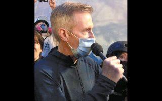 Ο Τεντ Γουίλερ απευθύνεται στους διαδηλωτές λίγο πριν «ψεκαστεί». «Δεν είδα τίποτα που να δικαιολογεί τέτοια αντίδραση», είπε.