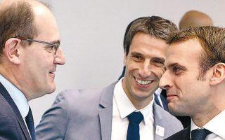 Εμανουέλ Μακρόν και Ζαν Καστέξ σε παλαιότερη συνάντησή τους στο Παρίσι (φωτ. EPA).