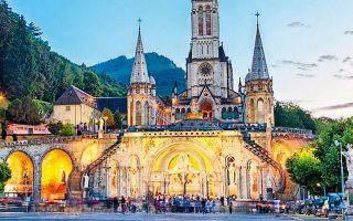 Το Ιερό της Παναγίας της Λούρδης είναι τόπος μαζικού προσκυνήματος πιστών από ολόκληρο τον ρωμαιοκαθολικό κόσμο.
