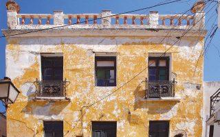 Οψη του αρχοντικού της οικογενείας Κονδύλη (Βάλληνδα) στην Παροικιά της Πάρου. Ακόμη και ερειπωμένο, «θαυμάζεται για τη μεγαλοπρέπειά του».