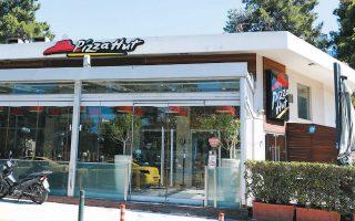 Τα τελευταία δώδεκα χρόνια, και παρά τις αλλεπάλληλες οικονομικές ζημίες, η Pizza Hut είχε επενδύσει 23 εκατομμύρια ευρώ για την ανάπτυξη της αλυσίδας στην Ελλάδα.