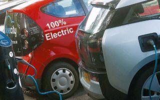 Μέσω της δράσης θα επιδοτηθούν φυσικά πρόσωπα και εταιρείες για την αγορά 1.700 ηλεκτρικών Ι.Χ. και 3.000 δικύκλων (1.500 ποδήλατα και 1.500 σκούτερ), 1.000 ηλεκτρικών ή υβριδικών Plug in ταξί και 6.000 εταιρικών οχημάτων (Ι.Χ. και LCV).