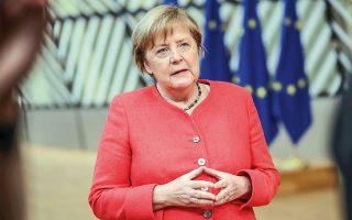 Η Γερμανίδα καγκελάριος Μέρκελ έκανε τώρα λόγο για την αναγκαιότητα ενός «ογκώδους», όπως χαρακτηριστικά είπε, Ταμείου Ανάκαμψης. Και ο συνεχιστής της πολιτικής μηδενικών ελλειμμάτων του Σόιμπλε, ο νυν υπουργός Οικονομικών Σολτς, ζητάει τώρα από την Ευρώπη να στείλει ένα «ηχηρό μήνυμα» στις αγορές (φωτ. EPA).