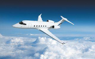 «Πήραμε μια τολμηρή απόφαση όταν είπαμε πως δεν θα απολύσουμε κανέναν και δεν θα καθηλώσουμε τα αεροσκάφη μας», δηλώνει ο Τόμας Φλορ, ο 60χρονος Ελβετός δισεκατομμυριούχος που ίδρυσε τη VistaJet το 2004.