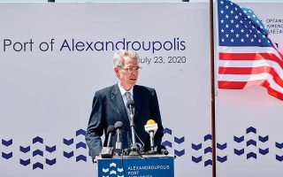 O Αμερικανός πρέσβης Τζέφρεϊ Πάιατ μίλησε στην εκδήλωση για τα 150 χρόνια του λιμένα της Αλεξανδρούπολης, την περασμένη Πέμπτη. Φωτ. ΑΠΕ-ΜΠΕ / ΔΗΜΗΤΡΗΣ ΑΛΕΞΟΥΔΗΣ