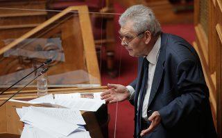 Ο κ. Δημ. Παπαγγελόπουλος, χθες, στο βήμα της Βουλής, κατά τη συζήτηση του πορίσματος της ειδικής κοινοβουλευτικής επιτροπής προκαταρκτικής εξέτασης, με θέμα την παραπομπή του στο Ειδικό Δικαστήριο (φωτ. ΑΠΕ-ΜΠΕ/ΑΠΕ-ΜΠΕ/ΚΩΣΤΑΣ ΤΣΙΡΩΝΗΣ).