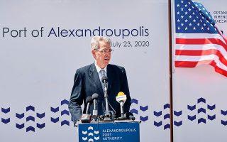 «Οι Ηνωμένες Πολιτείες ενθαρρύνουν τα κράτη να επιλύουν τις διαφορές τους ειρηνικά και σύμφωνα με το διεθνές δίκαιο», ανέφερε ο κ. Πάιατ.