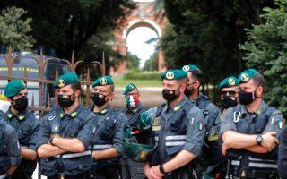 Στελέχη της οικονομικής αστυνομίας της Ιταλίας (Φωτ.: EPA)