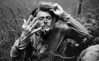 Ο Αυστριακός Χανς Χας, ο οποίος εξέλιξε τις πρωτόγονες συσκευές κατάδυσης, ενώ κατασκεύασε και μια πρωτόλεια υποβρύχια κάμερα.