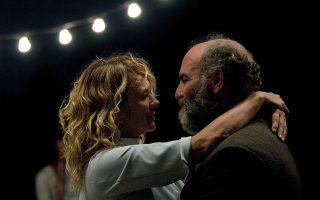 Η Μαρία (Έμα Σουάρες) και ο Στέφανος (Ακύλλας Καραζήσης) ζουν μια αγάπη γενναιόδωρη και θεραπευτική.