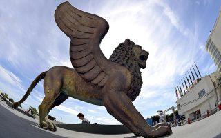 Το χρυσό λιοντάρι του φεστιβάλ. Σύμφωνα με τον καλλιτεχνικό διευθυντή της Μόστρα, Αλμπέρτο Μπαρμπέρα, αρκετοί σταρ του σινεμά αναμένεται και φέτος να δώσουν το «παρών» στη Βενετία.