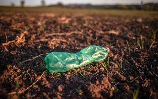Το WWF Ελλάς τονίζει ότι μεγάλο μέρος της πλαστικής ρύπανσης οφείλεται σε «διαρροή» απορριμμάτων από το σημερινό σύστημα διαχείρισης (φωτ. EPA).