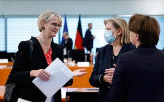 Η υπουργός Ερευνας της Γερμανίας, Ανια Κάρλιτσεκ (αριστερά). (Φωτ.: ΕΡΑ)