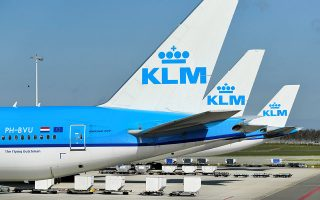FILE PHOTO: KLM airline airplanes are seen parked, as Schiphol Airport reduces its flights due to the coronavirus disease (COVID-19) outbreak, in Amsterdam, Netherlands April 2, 2020. REUTERS/Piroschka van de Wouw/File Photo
