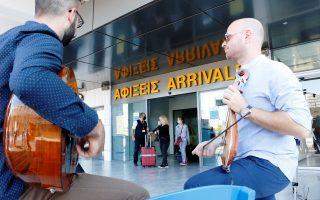 Φωτ. ΑΠΕ - ΜΠΕ: Η πτήση από το Ανόβερο της Γερμανίας εγκαινίασε την τουριστική περίοδο στο Ηράκλειο, την Τετάρτη 1 Ιουλίου 2020