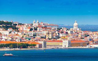 Στη Λισσαβώνα, 25.000 διαμερίσματα έχουν καταχωρισθεί ως βραχείας μίσθωσης, ποσοστό 8% επί του συνόλου. Σε ορισμένες ιστορικές γειτονιές οι βραχυχρόνιες μισθώσεις ξεπερνούν το 20% των υπαρχουσών κατοικιών.