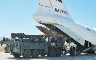 Η ερντογανική Τουρκία, του «ζωτικού χώρου», υλοποιεί τεράστιο εξοπλιστικό πρόγραμμα με πυραύλους S-400 (φωτ.) και αεροσκάφη F-35. Φωτ. A.P.