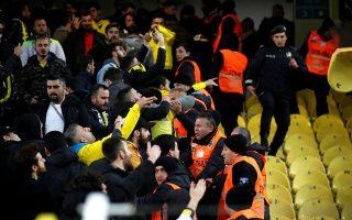 Οι τρεις κλασικές δυνάμεις του τουρκικού ποδοσφαίρου, Φενέρμπαχτσε, Γκαλατάσαραϊ και Μπεσίκτας, αναμένεται να βρεθούν εκτός Τσάμπιονς Λιγκ, αντιμετωπίζοντας πολύ σοβαρά οικονομικά προβλήματα και φυσικά... γκρίνια. (Φωτ. REUTERS)