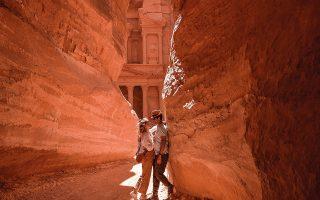 Οι Non Stop Travellers, Όλγα και Δημοσθένης, στην αρχαία Πέτρα της Ιορδανίας.