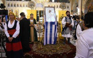 Φωτ. ΙΝΤΙΜΕ: Στην Πάτρα, μέσα σε κλίμα συγκίνησης, εκατοντάδες πιστοί έψαλλαν τον Ακάθιστο Υμνο στον ιερό ναό του Αγίου Ανδρέα