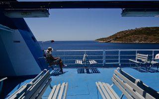 Το πλήγμα που έχει δεχθεί ο τουρισμός επηρεάζει μακρά λίστα επαγγελμάτων, πέραν των προφανών. Οι εικόνες είναι αποκαρδιωτικές (Φωτ. EPA / YANNIS KOLESIDIS).