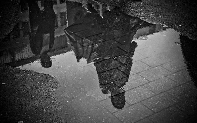Μετά το θερμό «κύμα», οι βροχές – Πού χαλάει ο καιρός από το βράδυ