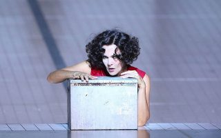 H Σαλώμη, εδώ σε σκηνοθεσία Κριστόφ Βαρλικόφσκι, είναι ένας ακόμη ρόλος της Μάρλις Πέτερσεν τον οποίο η ασημένια φωνή της ζωντανεύει με μοναδικό τρόπο (Φωτ. Wilfried Hösl)