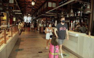 Η αγορά Σαν Μιγέλ της Μαδρίτης, σε καιρό κορωνοϊού (Φωτ.: Reuters)