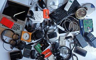 Φωτ. SHUTTERSTOCK: Ο χρυσός και άλλα πολύτιμα συστατικά μέσα στα ηλεκτρονικά απόβλητα, εκτιμάται ότι αξίζουν 57 δισεκατομμύρια δολάρια, αξία μεγαλύτερη από το ΑΕΠ πολλών χωρών