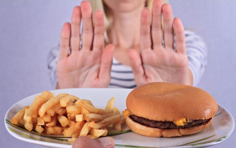 Εκστρατεία καταπολέμησης της παχυσαρκίας στη Βρετανία – «Μπλόκο» στις διαφημίσεις πρόχειρου φαγητού