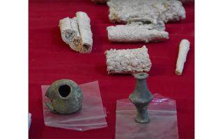 Τα ευρήματα των αστυνομικών από τις παράνομες ανασκαφές.