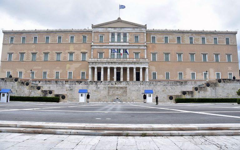 ΙΟΒΕ: Ύφεση 7,5% στο βασικό σενάριο