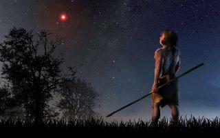 Ενα μικροσκοπικό κόκκινο διπλό αστρικό σύστημα μας προσπέρασε μόλις πριν από 70.000 χρόνια, την εποχή δηλαδή κατά την οποία ο τότε ανθρώπινος πληθυσμός άρχισε να μεταναστεύει από την Αφρική προς την Ευρασία, όπου συναντήθηκε με τους Νεάντερταλ. Το χαϊδευτικό του όνομα είναι «Αστρο του Scholz».