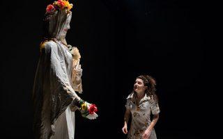 «Τα μάτια» του Πάμπλο Μεσίες σε σκηνοθεσία Παντελή Δεντάκη στο Θέατρο του Νέου Κόσμου.