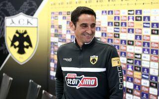 Τα χαμόγελα περίσσεψαν χθες στην ΑΕΚ κατά την παρουσίαση του Χιμένεθ και την ομιλία του μετά στους παίκτες.